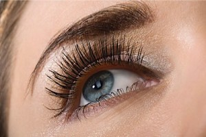 How To Know If Lash Tinting Is Right For You